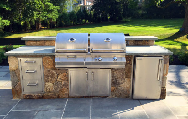 Outdoor Kitchens & Grill Stations